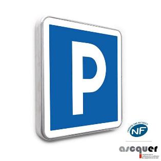 Panneau routier indiquant un parking aménagé pour le stationnement.