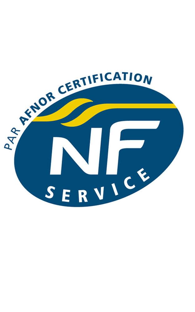 Certification NF Service indique que la réalisation du marquage au sol a été faite en respectant des exigences.
